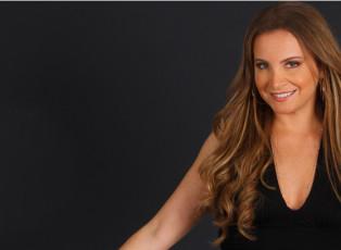 Tania Kassis sings Love