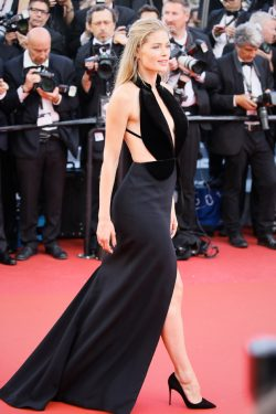 """CANNES, FRANCE - MAY 11: Doutzen Kroes attends the screening of """"Cafe Society"""" at the opening gala of the annual 69th Cannes Film Festival at Palais des Festivals on May 11, 2016 in Cannes, France. (Photo by Epsilon/Getty Images)"""
